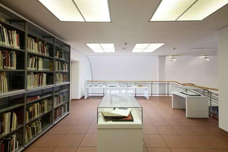 Kunst- Und Museumsbibliothek Köln