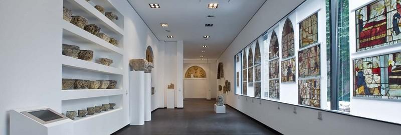 Expressive Vitrine An Der Marienkirche: Museum Schnütgen